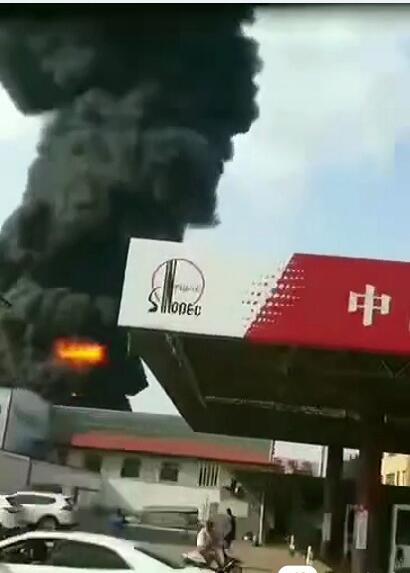 山东青岛一厂区发生火灾